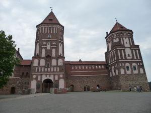 Hrad Mir z prednej strany, hlavná vstupná veža