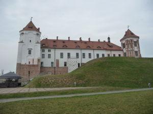 Hrad Mir - Pohľad z parku