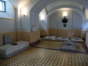 Hrobky niekdajších obyvateľov hradu