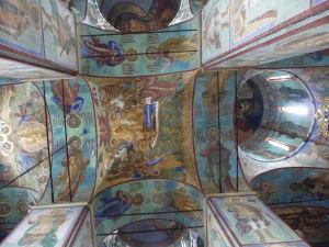 A ani freskami svätých sa nešetrí