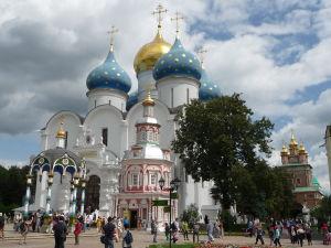 Chrám Zosnutia Presvätej Bohorodičky - pred ním kaplnka nad svätým prameňom