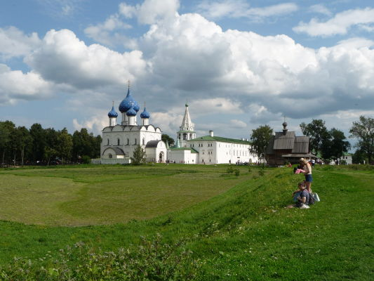 Suzdaľský kremeľ s Katedrálou Narodenia Panny Márie s typicky modrými kupolami