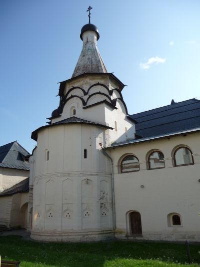 Kláštor sv. Euthymia v Suzdali - Kostol Nanebovstúpenia, v ktorom je zároveň refektórium (jedáleň pre mníchov) a prilieha k nemu vzácna knižnica