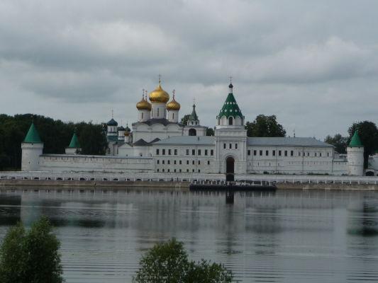 Ipatievský kláštor na brehu Kostromy