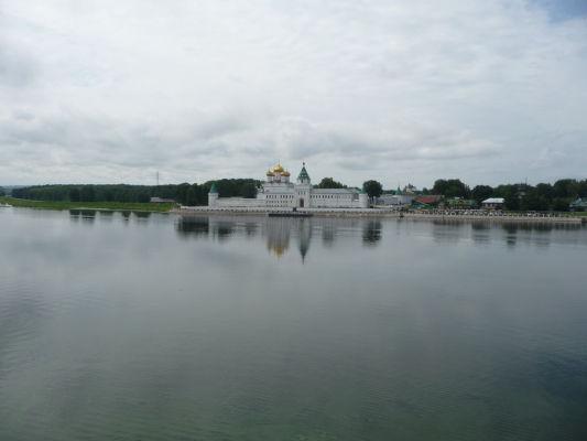 Ipatievský kláštor a rieka Kostroma