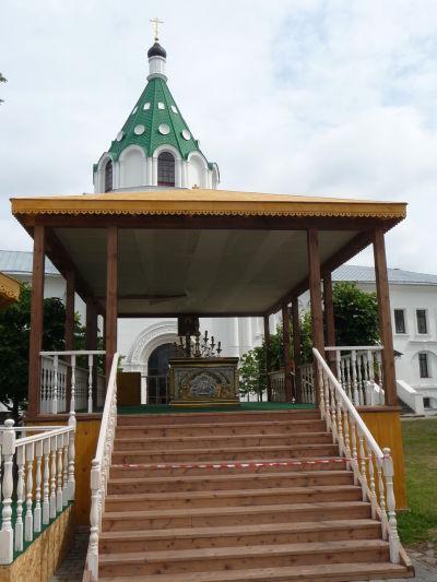 Vonkajší oltár na nádvorí Ipatievského kláštora v Kostrome