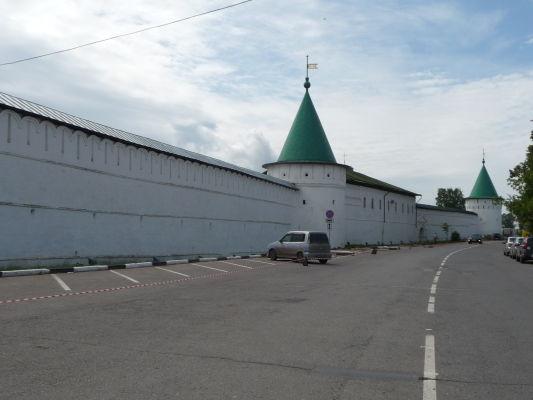 Ipatievský kláštor v Kostrome plnil i funkciu pevnosti, čomu nasvedčujú silné obdodové múry