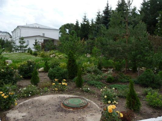 Vnútorná záhrada Kláštora Zjavenia Pána v Kostrome