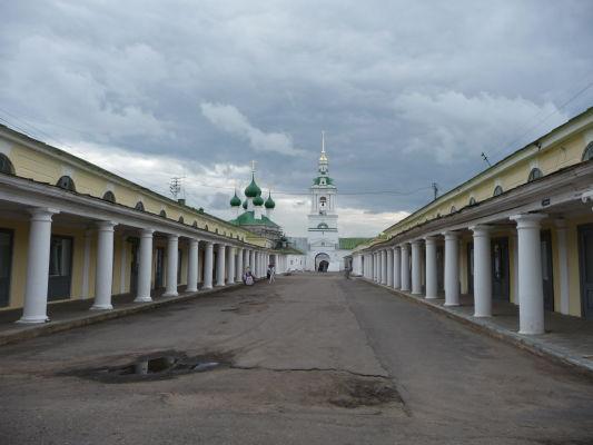 Tržnica Gostinnyj dvor s Chrámom sv. Spasiteľa pre obchodníkov a pocestných v Kostrome