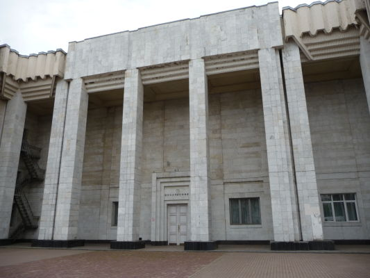 Betónový moloch skrývajúci filharmóniu v Kostrome