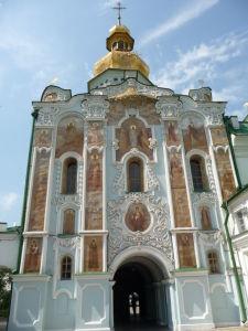 Kostolná brána sv. Trojice zvnútra kláštora