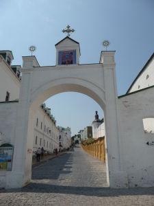 Jedna z brán ku kláštoru