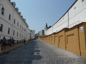 Cesta okolo kláštora
