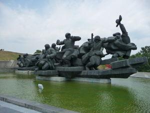 Jeden z pamätníkov pri Matke vlasti