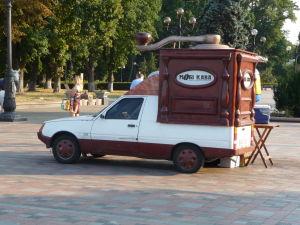 Jedno z mnohých vozidiel, ktoré v Kyjeve predávajú kávu