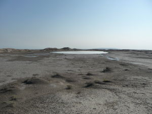 Jazero v Gobustanskom národnom parku
