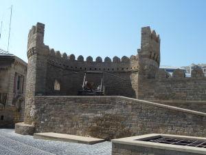 Maketa obranného katapultu v obrannej veži