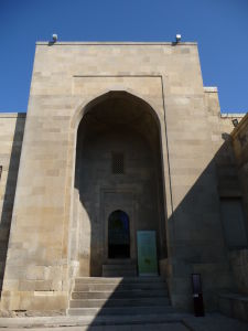 Hlavný vstupný portál do paláca