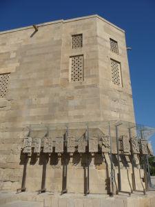 Palác a pozostatky pôvodných dekorácií
