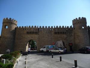 Hlavná vstupná brána do starého mesta zvonku