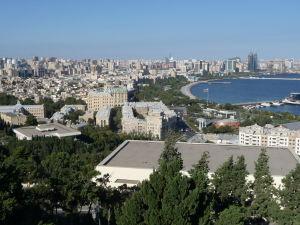Výhľad na mesto z parku pri Plamenných vežiach