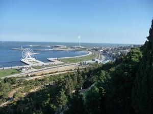 Výhľad na južnú časť mesta z parku pri Plamenných vežiach