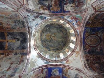 Fresky v Kostole Panny Márie - Hlavná kupola a typické ortodoxné vyobrazenie Krista (Pantokrator)