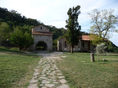Jedna z brán do kláštora Dželati, pod ktorou leží gruzínsky kráľ Dávid Staviteľ