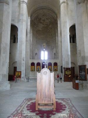 Bagratova katedrála - Trón a za ním ikonostas
