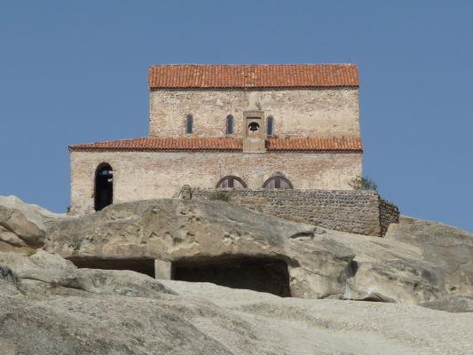 Ortodoxný kostolík na vrchole kamenného mesta Uplisciche