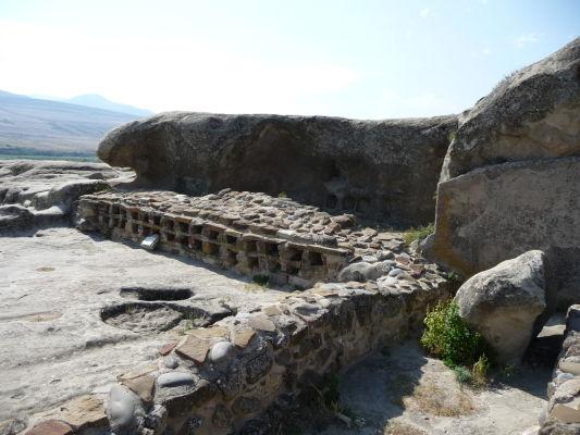 Zvyšky kamenného mesta Uplisciche - takzvaná lekáreň, pomenovaná podľa nálezu priehradok na liečivé bylinky spred niekoľkých tisícročí
