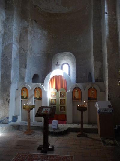 Ortodoxný kostolík na vrchole kamenného mesta Uplisciche - vnútri je možné vidieť zvyšky výzdoby i ikonostas