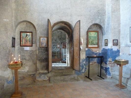 Ortodoxný kostolík na vrchole kamenného mesta Uplisciche - vnútri je možné vidieť zvyšky výzdoby