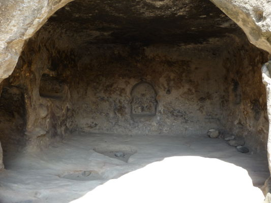 Zvyšky kamenného mesta Uplisciche - v niektorých miestnostiach je možné vidieť výklenky, ktoré slúžili náboženským účelom