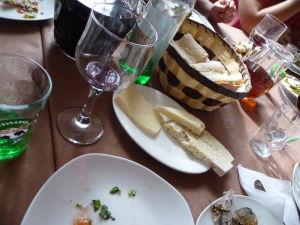 Gruzínska hostina - Nemôže chýbať tradičný gruzínsky syr a chlieb