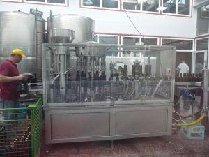 Vináreň Kindžamarauli - Zariadenie pre stáčanie vína do fliaš a korkovanie