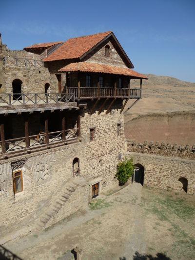 Nádvorie a nová časť kláštora Davida Garedžu v Gruzínsku