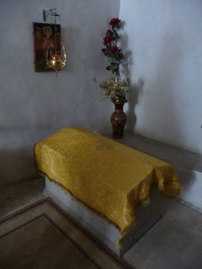 Hrob Davida Garedžu v jeho kláštore v Gruzínsku