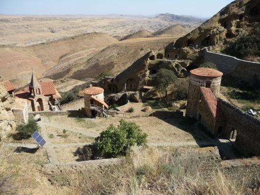 Kláštor Davida Garedžu v Gruzínsku leží uprostred nehostinnej krajiny