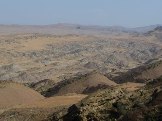 Vyschnutá gruzínska krajina v okolí kláštora David Garedža