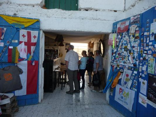 Reštaurácia Oasis Club v Udabne, neďaleko kláštora Davida Garedžu
