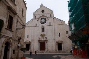 Strohá románska fasáda Katedrály San Sabino
