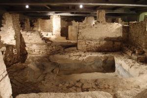 Základy stavieb spred saracénskej invázie, ktorá poničila mesto