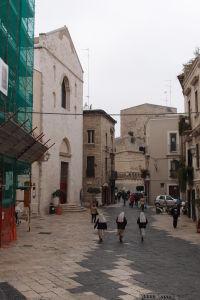 Uličky starého mesta s mníškami