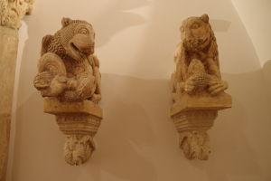 Sochy z výzdoby hradu