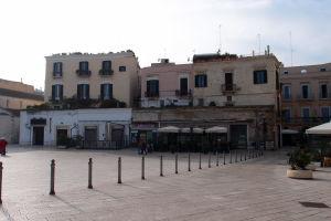 Námestie Piazza del Ferrarese