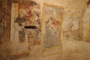 Fresky chrámu sv. Viliama vytesaného v skale