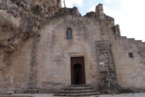 Sasso Caveoso a vstup do chrámu Santa Maria de Idris a San Giovanni in Monterrone