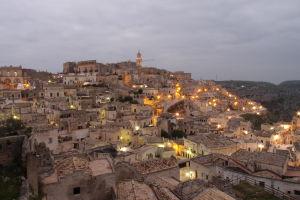 Výhľad na Materu z terasy na Piazza Giovanni Pascoli