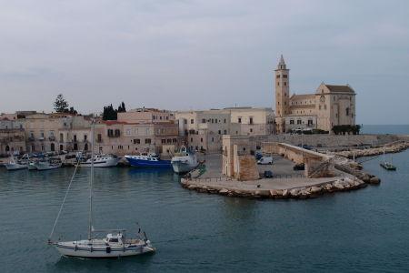 Prístav v Trani a Katedrála sv. Mikuláša Pútnika